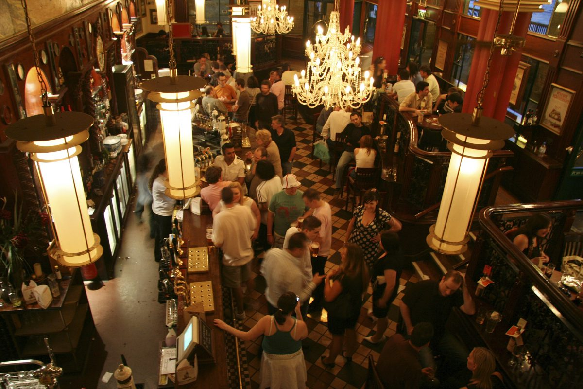 Restoranlarda müzik seçiminin yemek üzerine etkisi